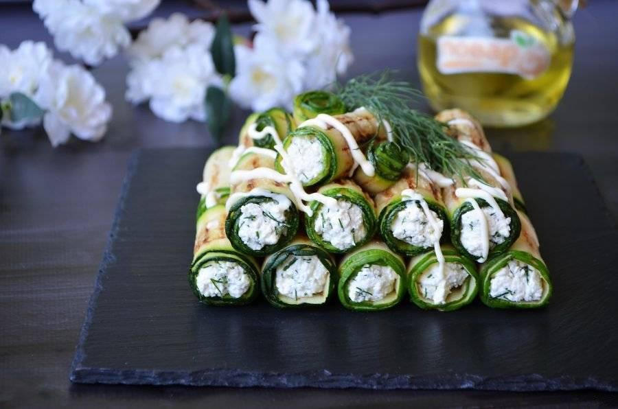 Рулетики из огурцов салат