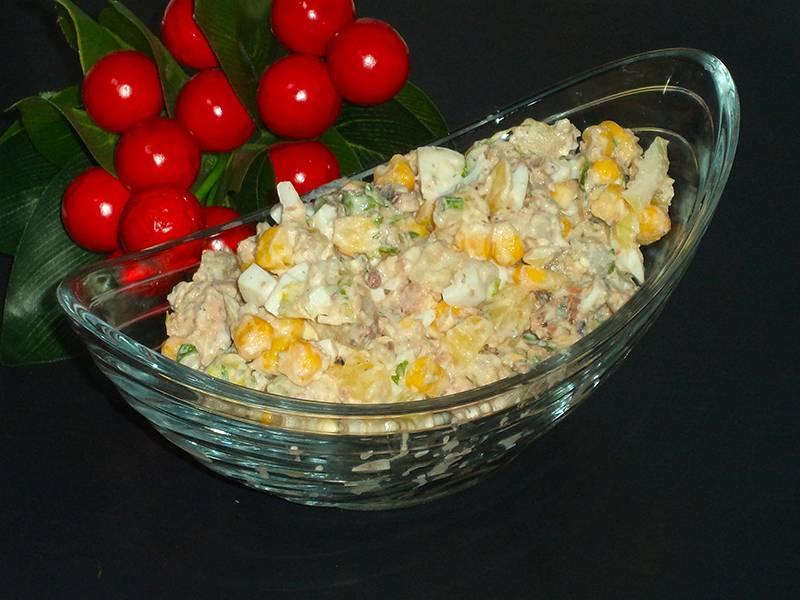Салаты с рыбными консервами - 20 рецептов быстро, просто и вкусно