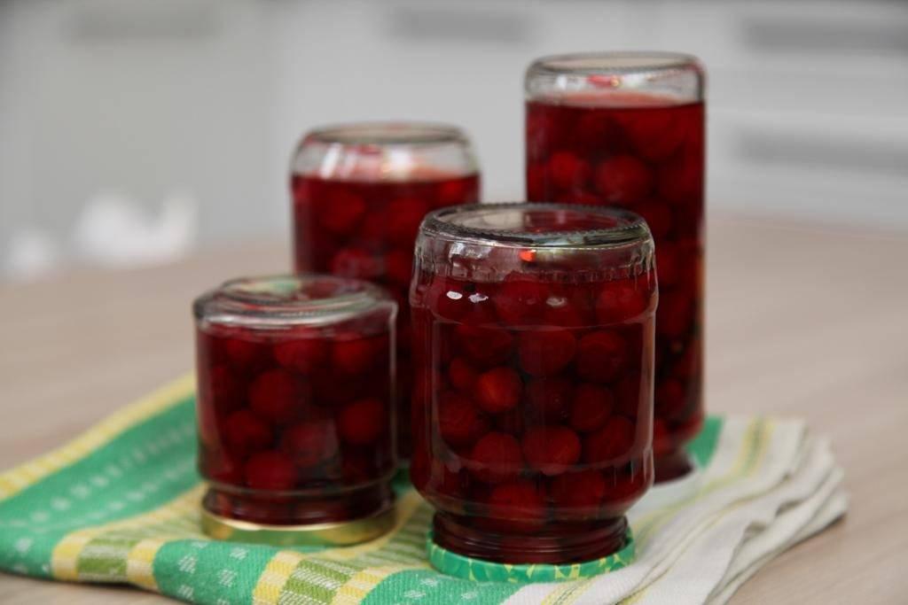 Вишня в собственном соку на зиму с косточками: пошаговый рецепт с фото, вкусно и просто