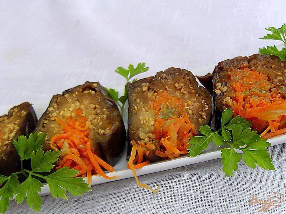 Фаршированные квашеные баклажаны с луком, капустой и морковной ботвой. домашний погребок