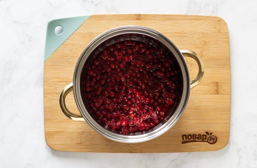 Чеснок, квашенный с ягодами крыжовника. большая энциклопедия консервирования