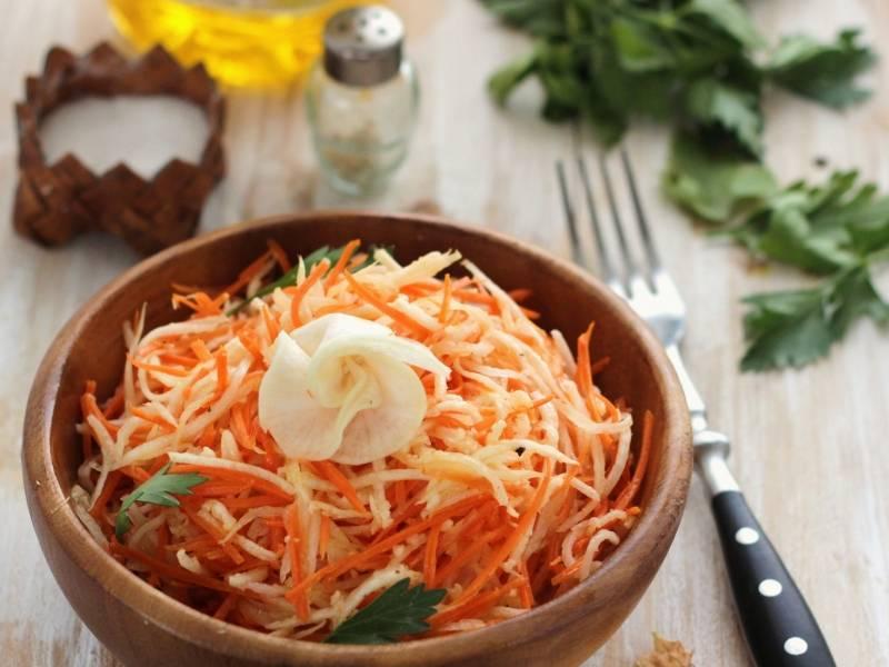 Салат из черной редьки с капустой и другими овощами