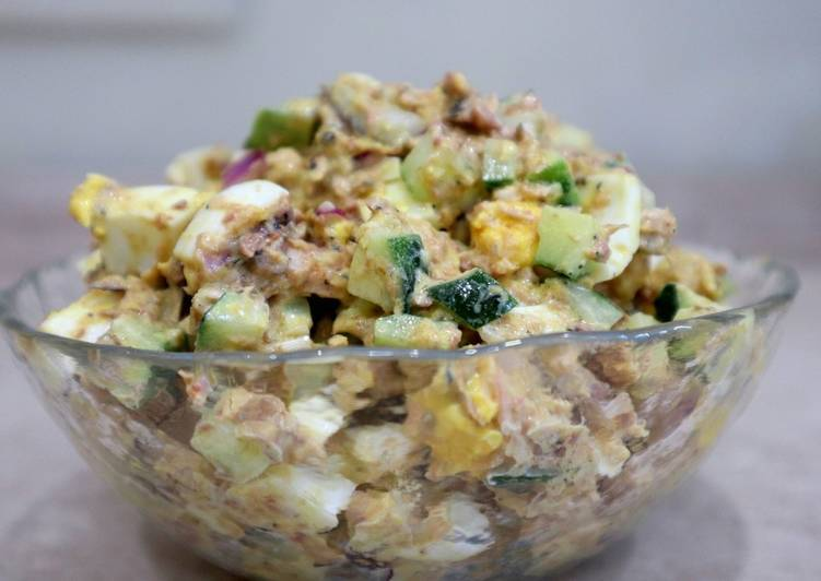 Салат с рыбными консервами— простые и вкусные рецепты