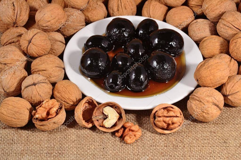 Варенье из грецких орехов: польза и вред, рецепты.