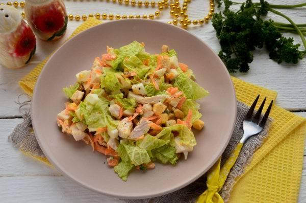 Летний овощной салат с арахисом