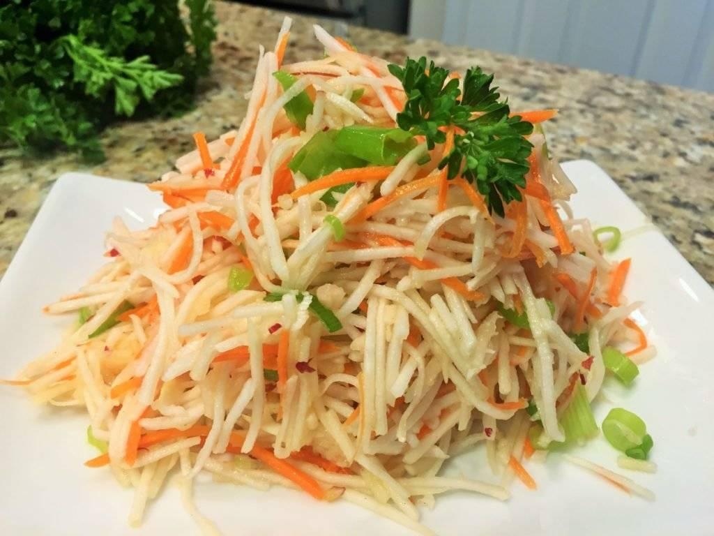 Салат из черной редьки с морковью, яйцами и луком рецепт с фото пошагово - 1000.menu