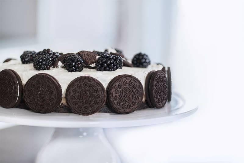 Белое и чёрное – это торт «орео». в поисках изысканной гармонии вкуса: рецепты бисквитного и песочного торта «орео» (с фруктами, шоколадом, творогом)