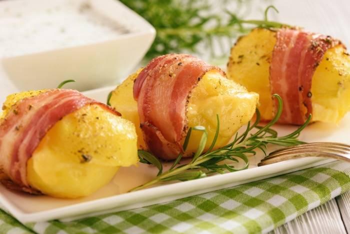 Картошка в духовке с беконом и сыром