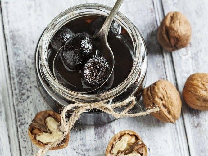Варенье из грецких зеленых орехов: польза, вред, правила приготовления