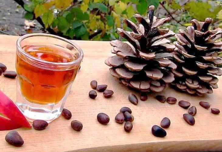 Как настоять самогон на кедровых орехах: простые рецепты