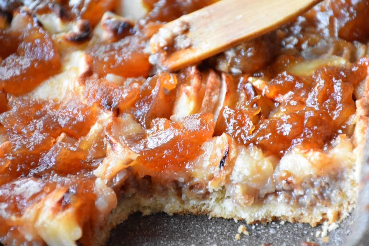 Яблочный пирог с орехами
