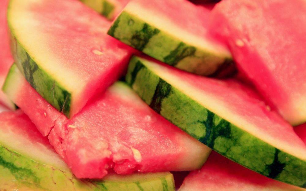 Соленые арбузы в кастрюле: 3 пошаговых рецепта с фото — самый смак