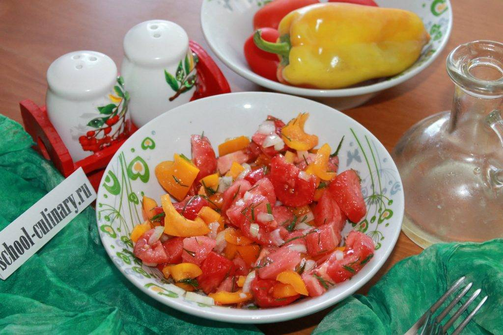 Салат из печеных баклажанов и перцев и помидоров: 4 лучших пп-рецепта