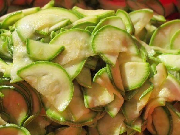 Кабачки на зиму — 9 вкусных рецептов кабачков «пальчики оближешь»