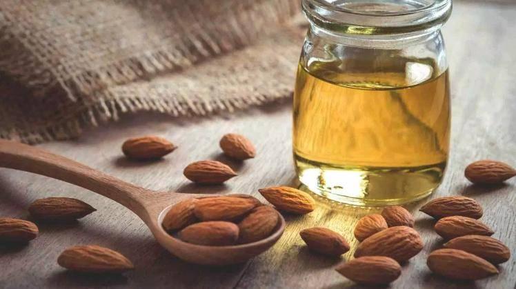 Миндальное масло для лица: свойства и применение