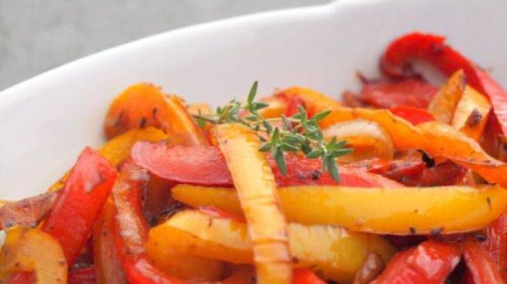 Фаршированный болгарский перец  с морковью и луком