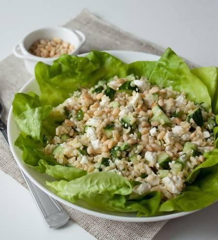 Как сделать вкусный салат с кедровыми орешками: простые пошаговые рецепты с фото