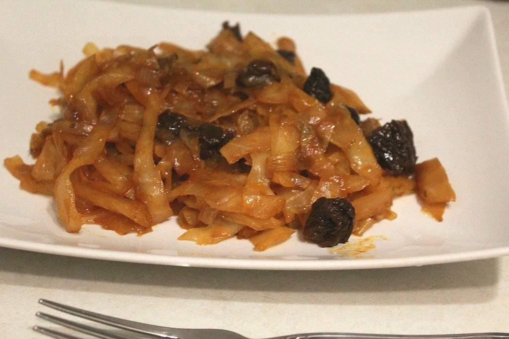 Капуста тушеная с черносливом — очень вкусный рецепт