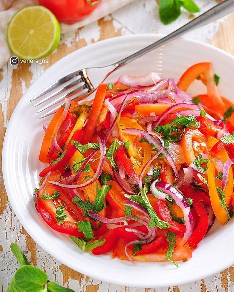 Салат из сладкого печеного перца с томатом