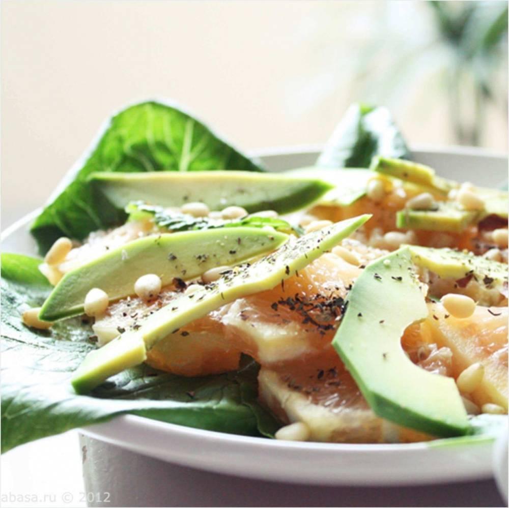 Салат с авокадо и кедровыми орешками – кулинарный рецепт