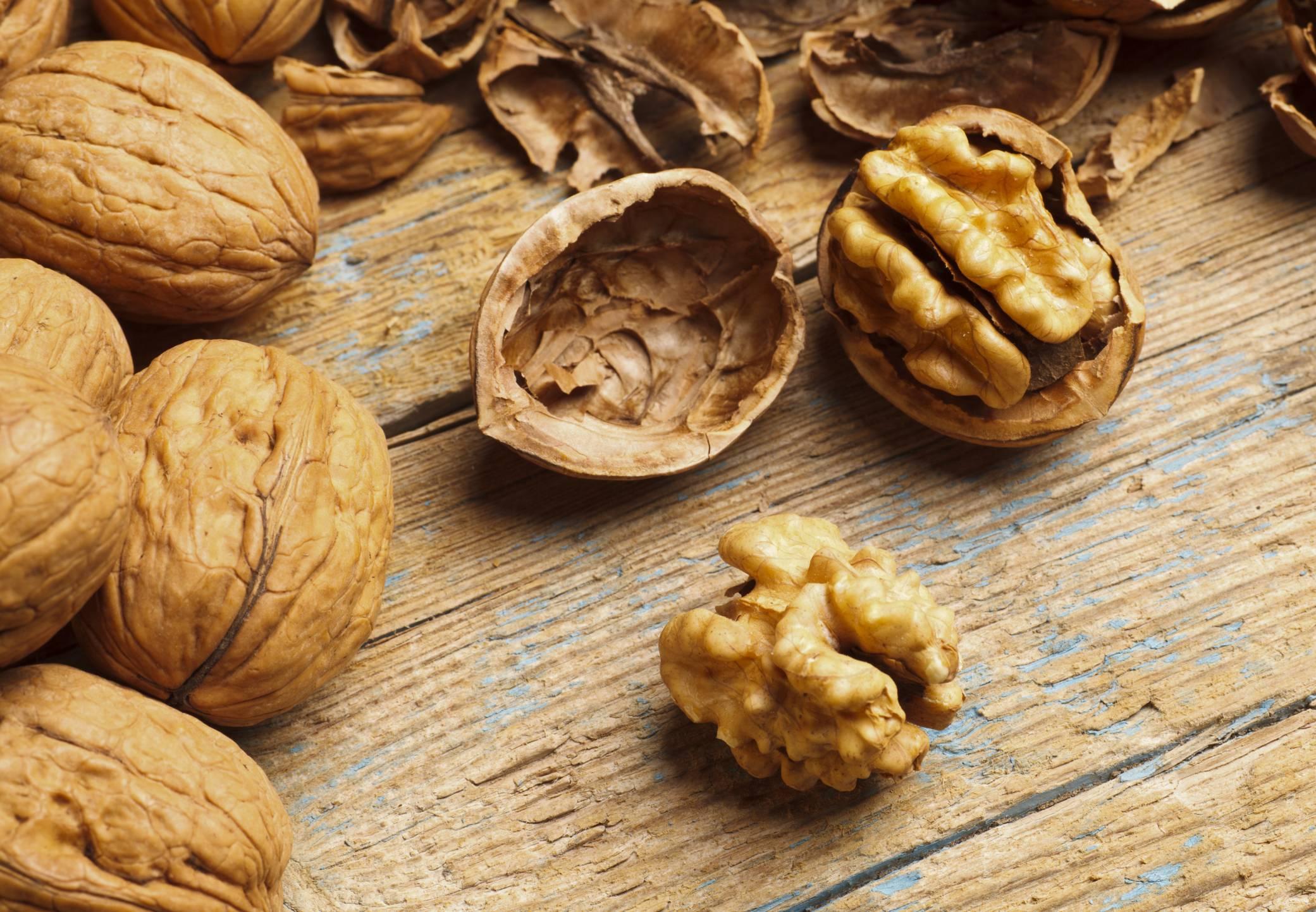 Скорлупа грецкого ореха: применение, лечебные свойства и противопоказания