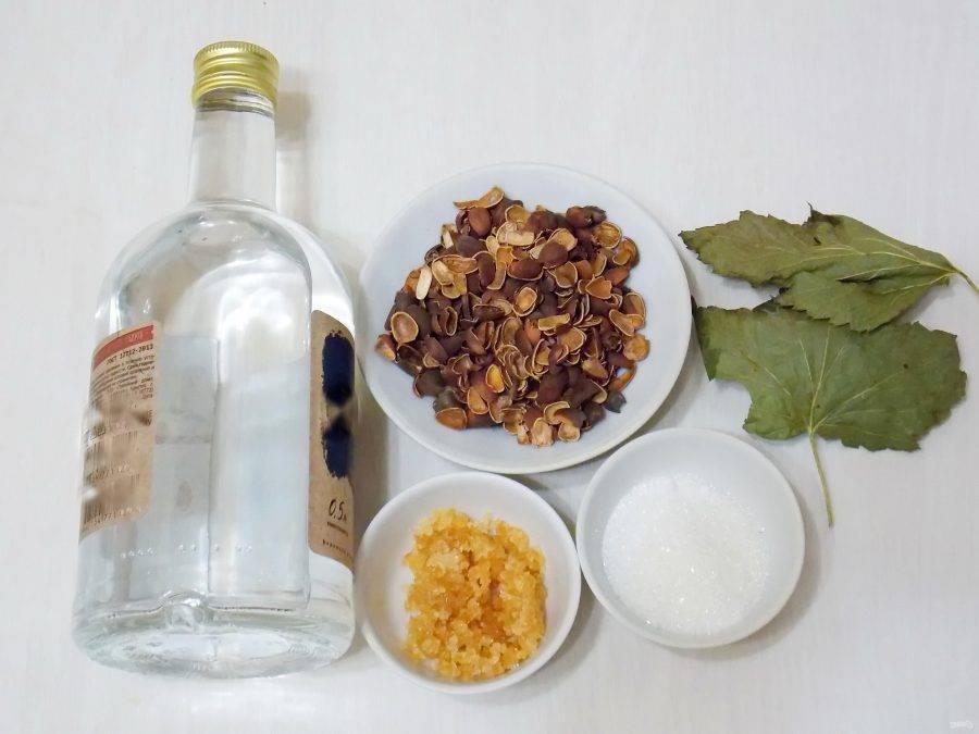 Все, что вы должны знать о настойке на кедровых орешках – рецепты, лучшая закуска, польза и вред напитка