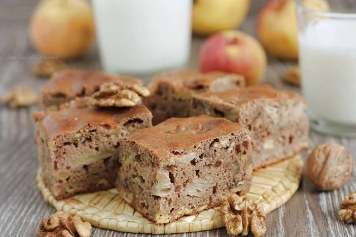 Творожный пирог с яблоком и орехами – кулинарный рецепт