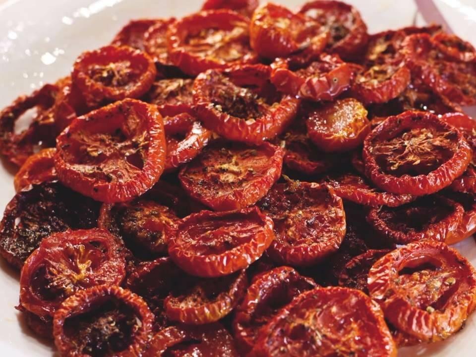 6 простых способов приготовления сушеных помидоров в домашних условиях: специфика сушки, хранение и применение томата
