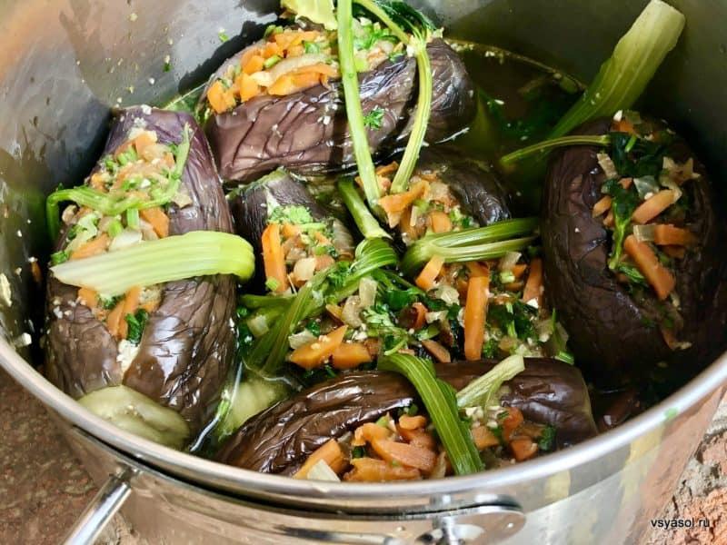Фаршированные баклажаны с морковью и капустой