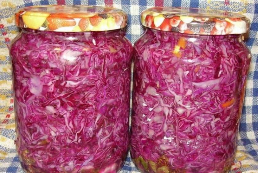 Краснокочанная капуста, маринованная на зиму в банках: 7 рецептов
