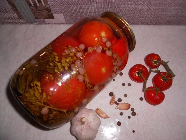 Рецепт помидор в соке красной смородины