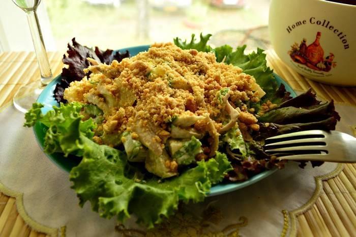 Салат с арахисом и курицей на праздничый стол - рецепт с фото