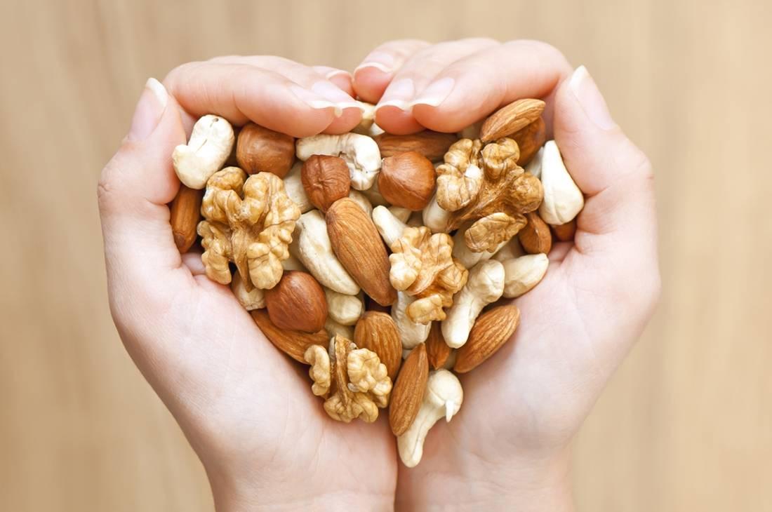 Самые полезные орехи и семечки для женщин - топ-12 в меню